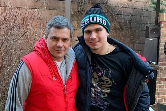 «Отец же всегда хочет, чтобы у сына всё получилось. По сути, он из меня сделал человека и хоккеиста»