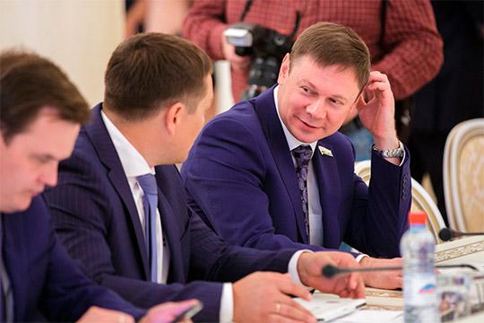 Сына экс-главы «Газпром трансгаз Казань»Рафаэль Кантюков (справа)«подал заявление всвязи спереходом нановую должность ипереездом вдругой регион»