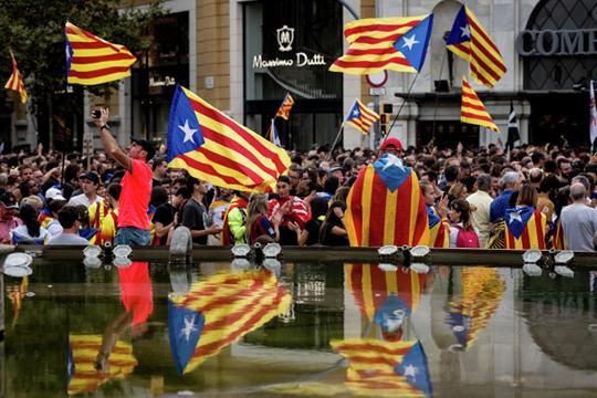 Протесты начались 14 октября, после того как Верховный суд Испании вынес приговор в отношении политиков, организовавших референдум о независимости Каталонии в 2017 году