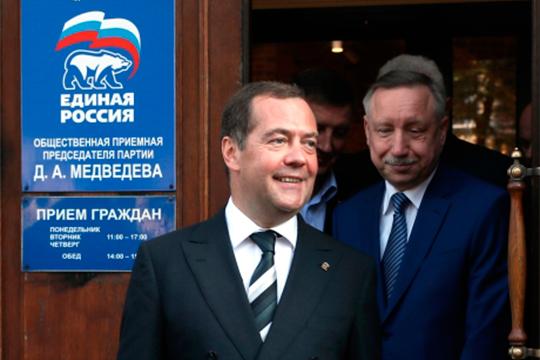 Выговор Медведева может отнести к себе и губернатор Санкт- Петербурга Александр Беглов, который тоже перед выборами «снял тельняшку единоросса и пошел избираться в пижаме обывателя»