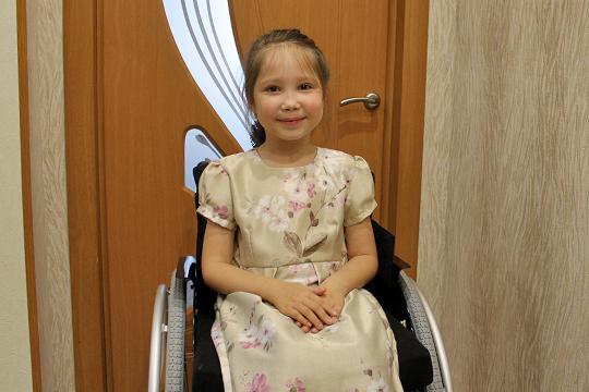 У семилетней Сюмбель Галиуллиной из Арска спинальная мышечная атрофия. На оборудование для девочки необходимо 1 182 891 руб.