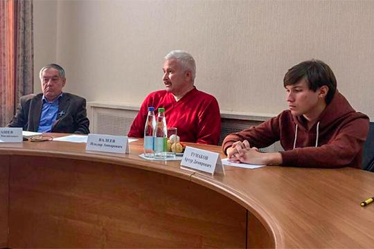Артур Тумаков (справа): «Это типичное здание для того времени. Но в Татарстане таких зданий больше нет, именно с мезонином…»