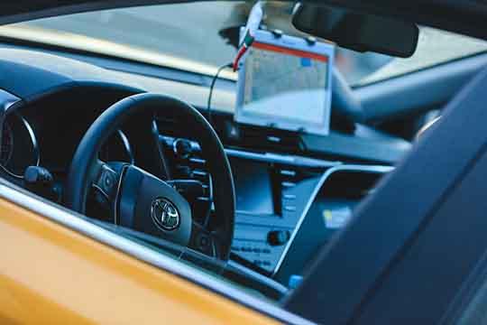 Руководительтаксопарка отмечает, что, учитывая градус, скоторым водители начали высказываться против снижения цены нагазовые машины, «Яндекс» отпредставления дешевого тарифа отказался, иначал «топить заэкологию»