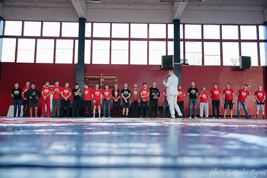 «Проект «К1-Ульиматум» существует с2013 года, когда япереехал изСанкт-Петербурга вКазань. Доэтого 27 лет занимался спортивными единоборствами, 19 лет изних— вкачестве тренера, апообразованию япсихолог ипедагог»