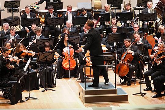 «Надо отдать должное оркестру— качество исполнения унего такое, что запись происходит сразу «начисто», без всяких помарок иошибок»