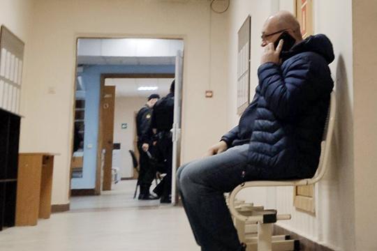 Суд хотел допросить представителя потерпевшей стороны — начальника правового управления КНИТУ Олега Осипенко. Но тот сообщил, что не готов отвечать на вопросы
