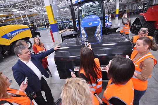 Анфис Садриев:«Базовый трактор производства Набережных Челнов, атопливная аппаратура— итальянской компании.Пока это трактор— прототип, серийного производстванет»