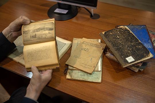 «Переплеты книг — интересный и информативный источник. Он может помочь датировать рукопись, если переплет «родной» и не был заменен более поздним»