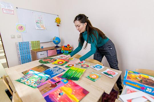 «Люди приходят обучаться, наразличных интерактивных площадках многие подходят исудовольствием пробуют предлагаемые мастер-классы понародному творчеству»