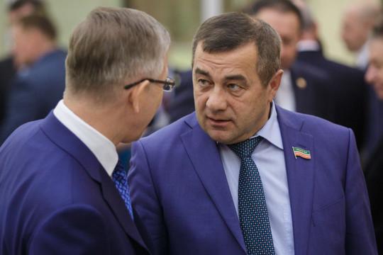 «У нас в инвестпрограмме был заложен 241 млн рублей, а дали только 103 миллиона. Чтобы закрывать разницу, нам надо искать источники», — сообщил гендиректор «Татэнергосбыта» Рифнур Сулейманов