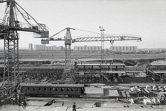 Вид на Набережные Челны со стройки конвейера КАМАЗа. Октябрь 1972 г.