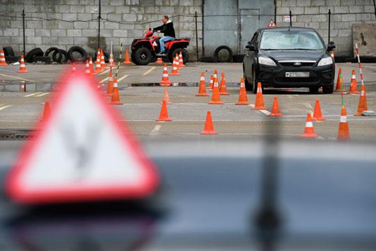 «Получается, если автошколы набрали большое количество людей в Казани, эта нагрузка ложится на автодромы. То же самое, как в отдельные часы пик на дорогах возникают пробки»