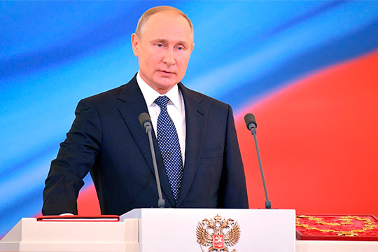 На текущей неделе на встрече с руководством Госдумы и Совета Федерации Владимир Путин вновь затронул вопрос возможного переписывания Конституции