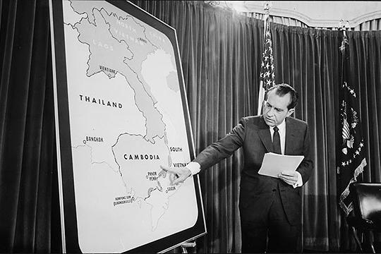 «Ричард Никсон фактически (но, правда, не юридически) ушел в результате импичмента. Да, он покинул свой пост сам, но его предупредили, чем это для него могло закончиться»
