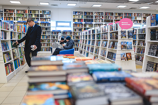 «Литература как существовала, так и будет существовать. Более того, ничего не произойдет и со старой литературой — мы ведь сейчас с удовольствием читаем и Данте, и Гомера, хотя они были написаны на других, зачастую умолкнувших языках»