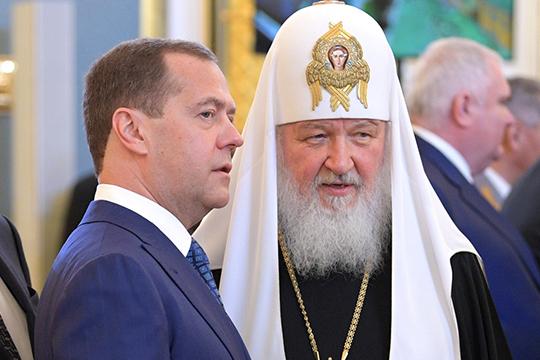 «То, что сейчас делается Медведевым, это, как всегда, попытка управлять Россией в ручном режиме»