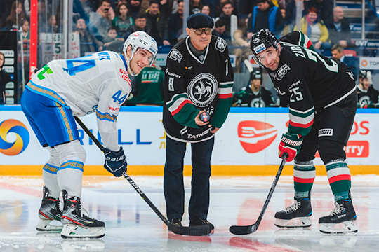 Несомненно, прошедший спортивный год в Татарстане запомнят по синхронному уходу двух мастодонтов — Зинэтулы Билялетдинова и Курбана Бердыева (в центре)