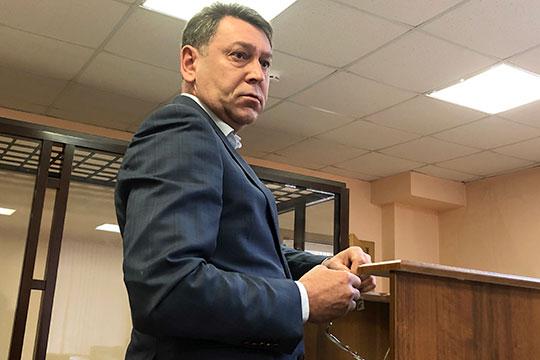 Другого VIP-свидетеля — генерального директора строительной компании «Ак Барс» Дамира Сафиуллина — допросили быстро, его рассказ уложился в 4 минуты