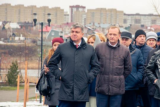 Теоретически руководство исполкомом могут поручить одному из глав районных администраций автограда. Наиболее вероятный претендент в этом списке – Александр Кислов (справа)