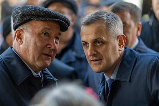 Вполне логичным, согласно субординации, могло бы стать назначение на должность РИКа первого зама Абдуллина — Ильи Зуева (справа)