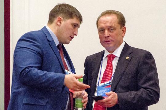 Не менее успешным является и первый замруководителя исполкома Нижнекамска по инвестициям и развитию предпринимательства Радмир Беляев (слева). Но захочет лимэр НижнекамскаАйдар Метшин отпускать его обратно в автоград?