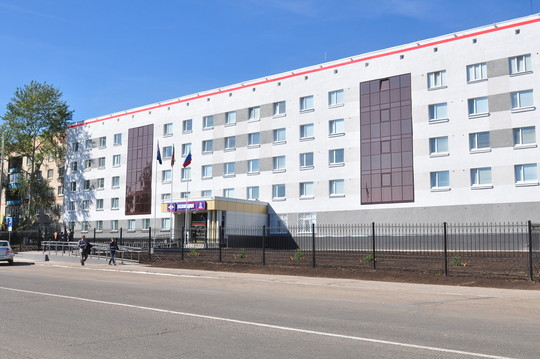 Приехав вЧелны, Насиров втотже месяц принял отдел после капремонта стоимостью 94,5млн рублей: вздании заменили все инженерные сети, включая вентиляцию икондиционирование, обновили фасад, окна, двери, кровлю