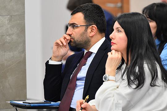 Станислав Каспаров, возглавляющий департамент по социальным инвестициям компании «Сибур», поделился опытом работы с детьми через фестивали физики и химии, которые вырабатывают у детей тягу к «скучным дисциплинам»