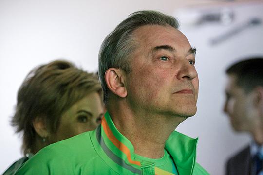 Президент ФХР Владислав Третьяк считает, что из-за возможного дальнейшего снижения потолка зарплат пострадает сборная России, так как будет «размазывание хоккеистов по разным клубам»