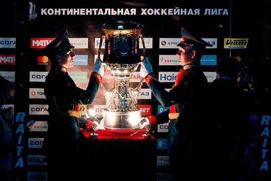 На последние два места в Кубке Гагарина претендуют четыре команды — «Металлург», «Куньлунь», «Амур» и «Нефтехимик»