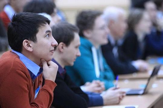 «Всего у нас учатся 1043 студента, из них чуть более 2/3 — это челнинские ребята, остальные — из разных районов Татарстана, есть по два-три студента из регионов России и ближнего зарубежья — Украины, Таджикистана»