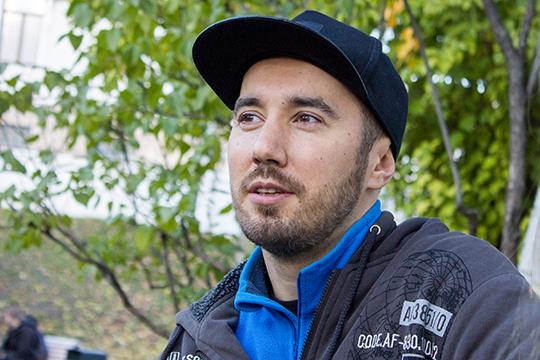 Оскар Тахавиев, выступивший уже на первом эфире слепых прослушиваний, рассказал,как проходит отбор на главную сцену страны