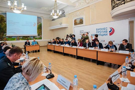 Самое первое заседание новоиспеченного татарстанского центра общественных процедур (ЦОП), которое в Торгово-промышленной палате Татарстана собрало более 50 представителей бизнес-организаций,