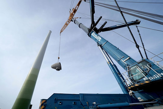 «КЭР-холдинг» планирует построить дваветропарков мощностью 25 МВт каждый. Это значит, что надвух площадках вырастут стометровые башни, накоторых будут крутиться лопасти диаметром в50-70 метров