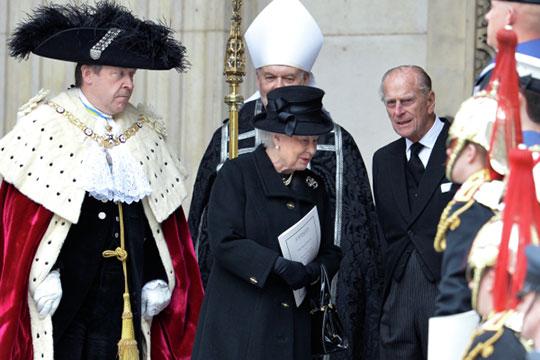 Британское общество досих пор сохраняет кастовый характер. Элита инизшие классы разделены почти непроходимым барьером