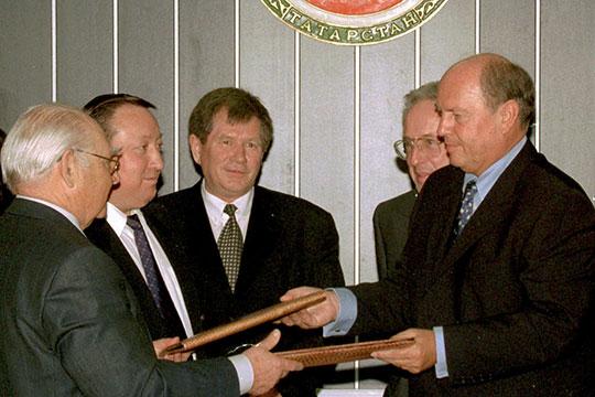 На фото Николай Лемаев (слева), Рафинат Яруллин (в центре),Вертон Верви (справа)