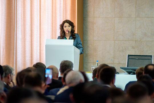 Лилия Заитова отметила, что сегодня в регионах средняя зарплата вдвое ниже, чем в городах-миллионниках или столицах
