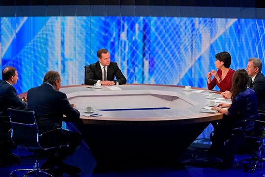 Дмитрий Медведев подвел итоги года в прямом эфире