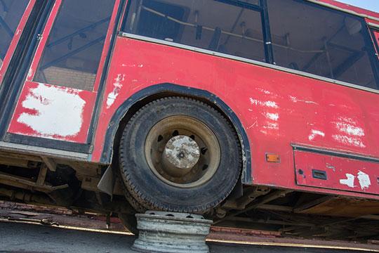 Госкомитет по тарифам рассматривает тариф не по нормативу, а по фактическим затратам. Сэкономил на зарплате водителей — молодец, сэкономил на шинах — прекрасно, не выставил машины на рейс — отлично!
