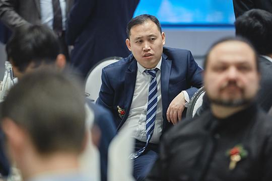 Минниханов– Абдулганиеву: «Тыкак какой-то шоумен, себя пиаришь! Поверхам скачешь!»