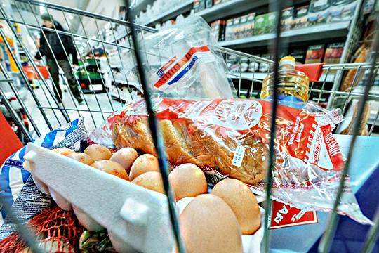 Переходим на«макарошки»: почему так нещадно дорожают яйца ихлеб?