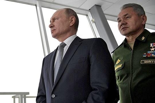 Годназад СергейШойгу вместе сВладимиром Путинымнаблюдал наКазанском авиазаводе демонстрационный полет единственного достроенного изсоветских заделов нового Ту-160