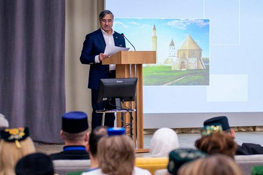 Открывая мероприятие, Шайхразиев отметил: планируется, что киюню работа над эскизом перейдет кпроекту, после чего еепрезентуют нафоруме татарских имамов ина«Болгар жыены»