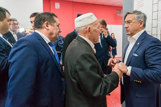 Несмотря наотсутствие развернутой дискуссии вЧелнах, Шайхразиеву удалось получить публичную поддержку состороны той части татарской интеллигенции, скоторой власти было всегда наиболее сложно найти общий язык