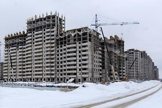 Застройщик имеет право продавать квартиры подолевым договорам лишь втом случае, если онтри года работает нарынке исдал неменее 5 тысяч квадратных метров