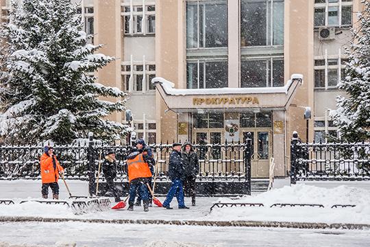 «Сейчас коллектив прокуратуры г.Набережные Челны состоит из65 работников. Конечно, хотелосьбы больше, честно говоря (смеется)»