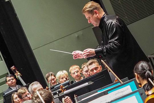 «Наше кредо — играть любой концерт в любой точке мира, будь то в Березниках или другом отдаленном городке, на том же уровне, на каком мы играем его в Музикферайне»