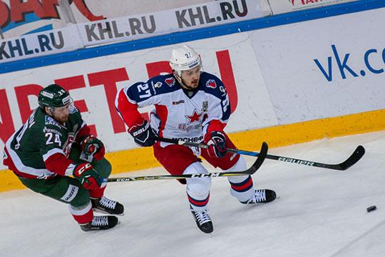 В финальной серии против «Ак Барса», когда Петров играл за ЦСКА, он оформил дубль в одном из матчей и принес армейцам единственную победу в финале Кубка Гагарина