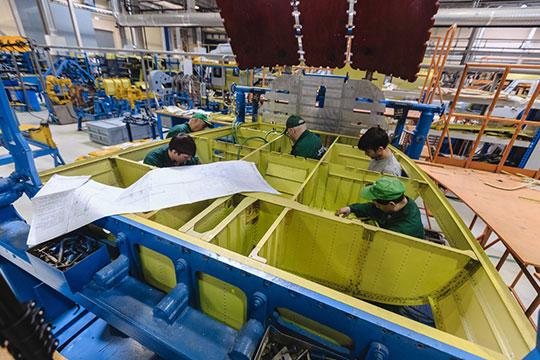 Средняя начисленная заработная плата работников завода выросла на1,2тыс. (2,7%) до45,3тыс. рублей в2018 году