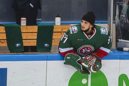 Эмиль Гарипов получил травму 1 сентября, в первом матчей нынешнего сезона против СКА (1:6) и отправился на медобследование, где у вратаря не нашли никаких серьёзных проблем, а может просто не заметили, как это часто бывает