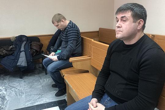 Всвоих показаниях Заур Тхостов (справа) едвали недословно цитировал обвинение
